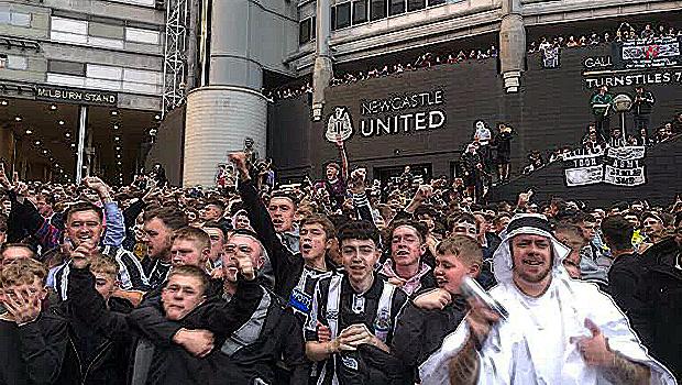 2156_Newcastle-Fans